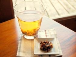 黒酢プルーンと梅のジャムのルイボスティー